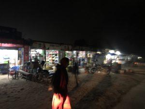 ダンガディ 国境 商店