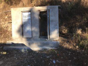 ダンガディ 山 トイレ